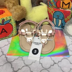 OshKosh Genuine girls Giraffe sandals.